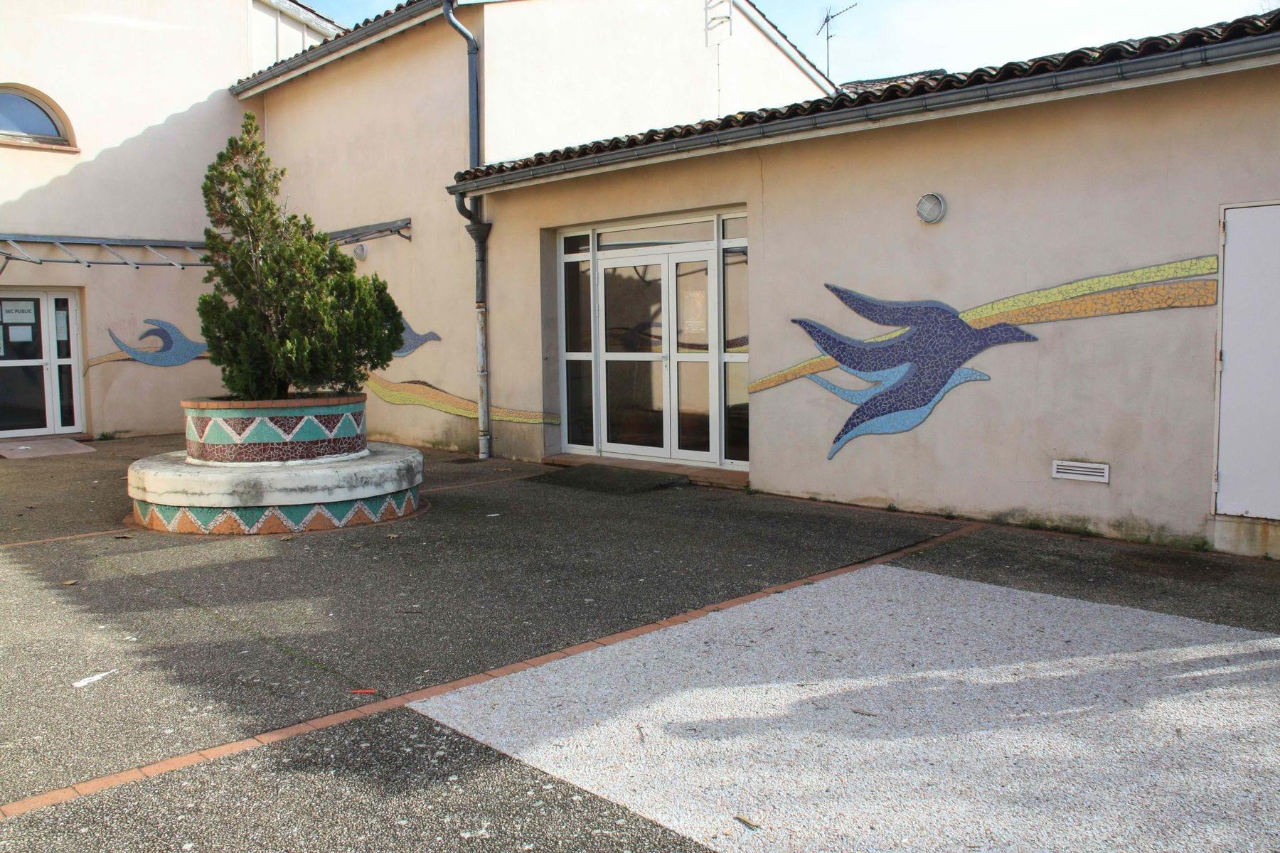 Petite cour extérieure et sanitaire