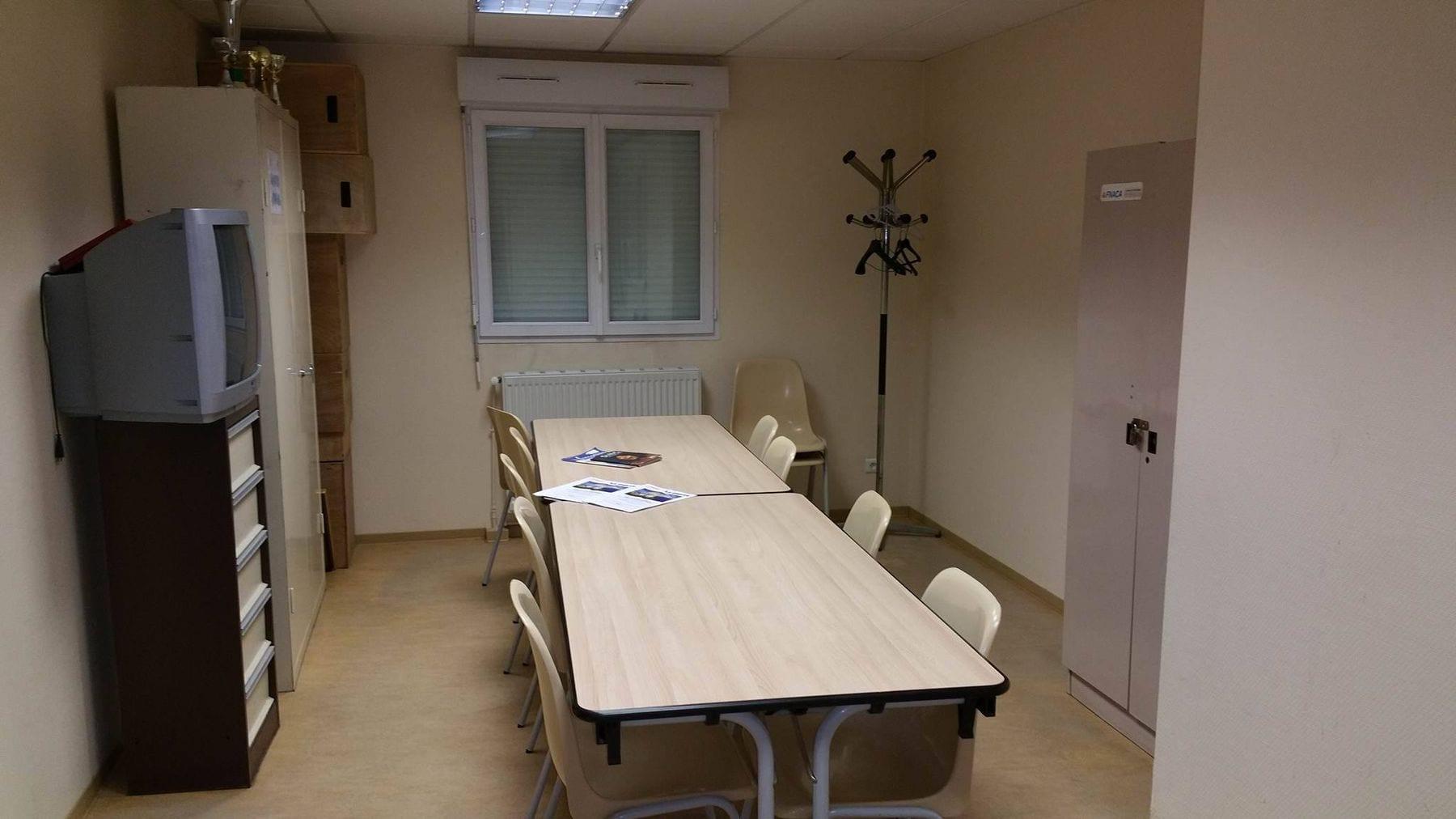 Petite salle séparée de la grande salle